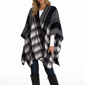 Woolrich Blanket Wrap Scarf • Black & White Print